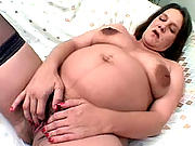 Brunette mama spreading wide her pussy lips for a nice tongue-fuck.